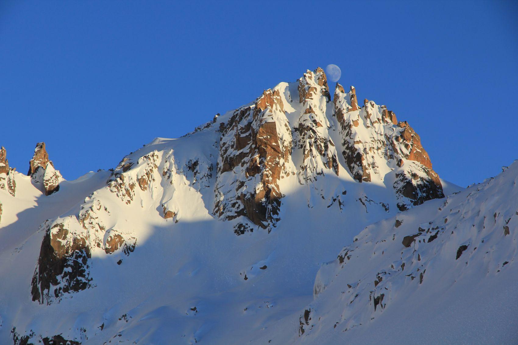 Esquí de montaña y de travesiá en Bariloche, Argentina, Patagonia